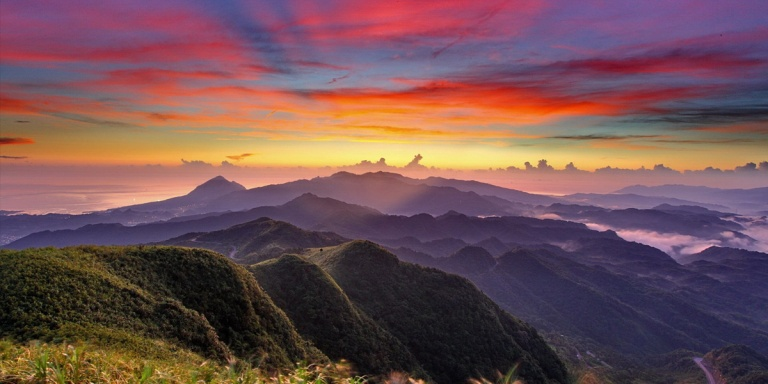 Sunset-Mountains-Clouds-l